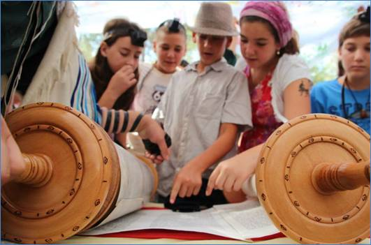 Young Israeli girls and boys reading Torah